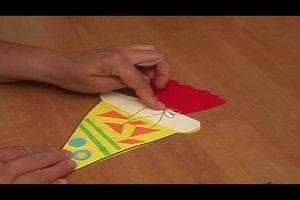 Einladung zum Schulanfang basteln - so gelingt eine Minischultüte aus Tonkarton
