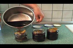 Zwetschgen einlegen - zwei klassische Rezepte