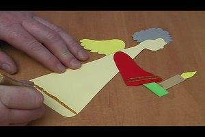 Basteln für Weihnachten - so gelingt ein Engel aus Tonpapier