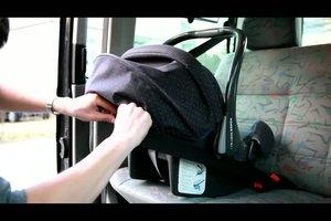 Wie baue ich einen Kindersitz im Auto richtig ein?