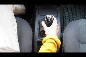 Schalten lernen beim Auto - so schaffen Sie es