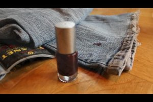 Wie bekomme ich Nagellack aus der Kleidung? - so klappt's bei Jeans