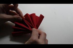 Servietten falten zu Weihnachten - kreative Anregungen