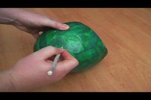 Mit Pappmaché und Luftballon eine Laterne basteln - Anleitung