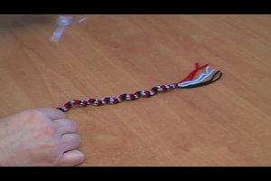 Ein Armband flechten - so geht's mit Wolle