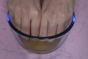Gelbe Nägel vom Nagellack - so bekommen Sie diese wieder hell