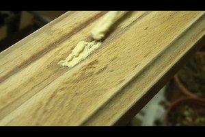 Lackiertes Holz streichen - so erneuern Sie den Anstrich