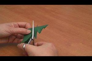 Bastelideen für Weihnachten - so basteln Sie einen Origami-Weihnachtsbaum