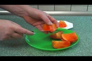 Kaki schälen - so essen Sie die Frucht richtig