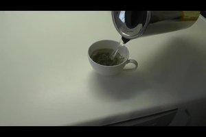 Tee gegen Akne anwenden - das kann das Hautbild verbessern