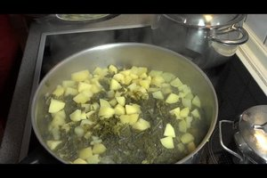 Mutters Rezepte - so kocht man Grünkohl mit Mettwurst