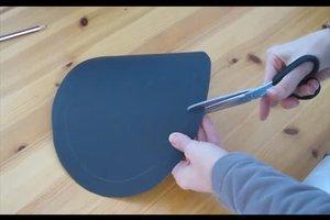 Ritterhelm basteln - so geht's schnell mit Tonpapier