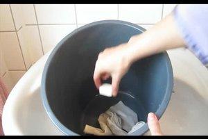 Wäsche verfärbt - Hausmittel, die helfen