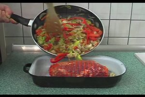 Kalbsrollbraten mit Gemüse - Rezept für den Ofen