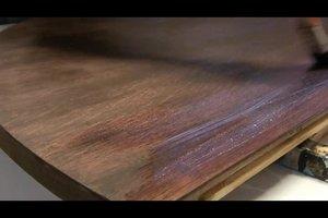 Holztisch abschleifen - so geht's