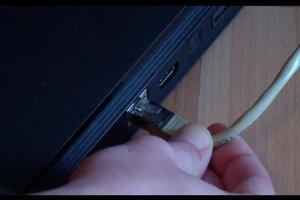 Ethernet-Kabel bei der PS3 anschließen - so geht's