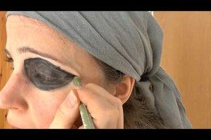 Schminktipps für eine Piratenbraut - so klappen die Augen