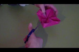 Eine Origami-Blume falten - so gelingt eine Rosettenblume