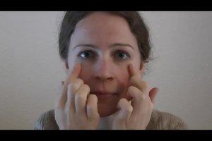 Falten an den Augen mildern - das hilft