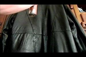 Lederjacke selbst reinigen - so geht's richtig