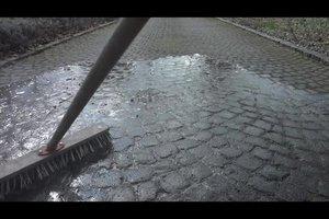 Pflastersteine reinigen - so geht's