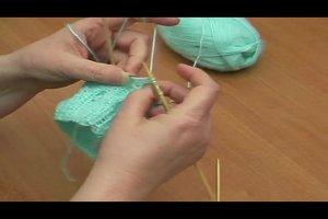 Strickmützen selber stricken - warme Babymützen strickt man so