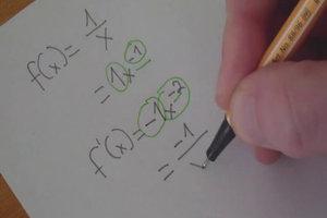 Die Ableitung 1 durch x berechnen - so wird's gemacht