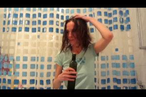 Trockene Kopfhaut mit Olivenöl pflegen - so geht's