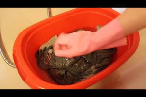 Modergeruch aus Kleidung entfernen - so geht's