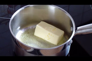 Butter zerlassen im Topf - so geht's
