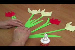 Tulpen basteln - so geht's mit Krepppapier