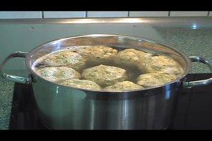 Bayrische Semmelknödel selbst gemacht - ein einfaches Rezept