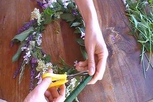 Blütenkränze selber flechten - so gelingt's