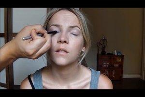 Schminktipps für blaue Augen und blonde Haare - so wird's ein feierliches Make-up