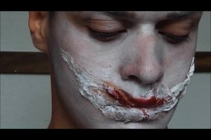 Gesicht schminken an Karneval - so werden Sie zum Joker