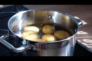 In der Mikrowelle Kartoffeln kochen - so geht's
