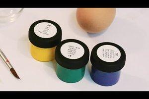Ostern: Ei mit Kinder-Farben bemalen - so geht's
