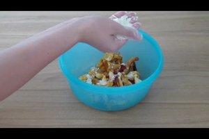 Pfifferlinge reinigen - so geht's mit Mehl