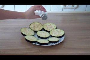 Auberginen braten - so geht's mit wenig Fett