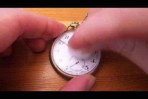Kratzer auf Uhrenglas entfernen - so entfernen Sie leichte Kratzer