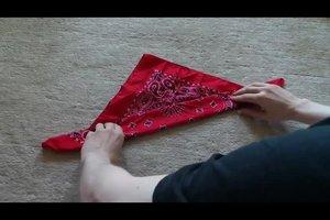 Bayerische Trachten: Halstuch binden - so geht's