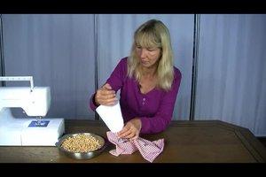 Körnerkissen selber machen - so geht's mit Kirschkernen