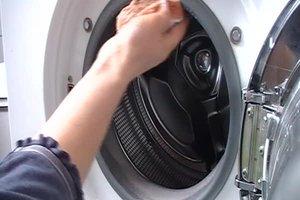 Stinkende Waschmaschine - so beheben Sie das Problem