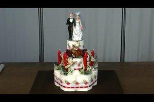 Hochzeitstorte aus Klopapier machen - so geht's