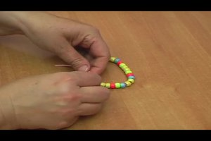 Für Armband den Knoten verstellbar basteln - so geht's
