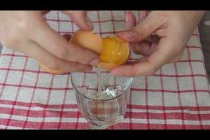 Eine Eierhaarkur selber mischen - darauf sollten Sie achten