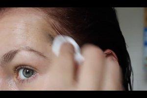 Haarfarbe von Gesicht entfernen - so gehen Sie wirkungsvoll vor