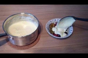 Vanillesoße aus Puddingpulver zubereiten - so gelingt's