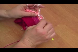 Eine Bommel-Mütze häkeln - Anleitung für die mehrfarbige Variante