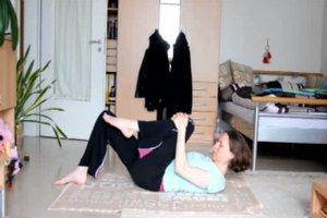 Bauchfett verbrennen - einfache Yoga-Übungen für zu Hause
